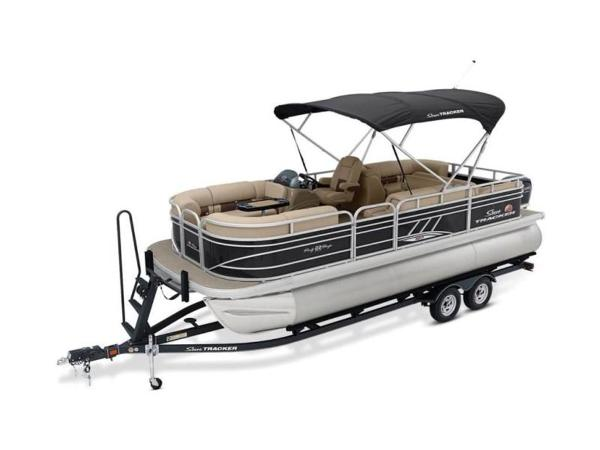 2020 Sun Tracker boat for sale, model of the boat is PARTY BARGE® 22 RF XP3 & Image # 17 of 63