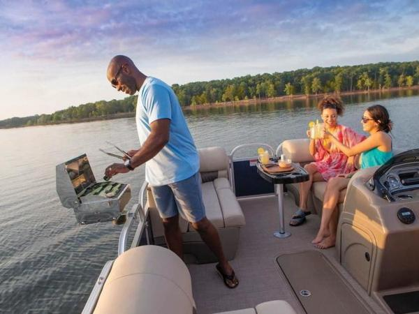 2020 Sun Tracker boat for sale, model of the boat is PARTY BARGE® 22 RF XP3 & Image # 41 of 63