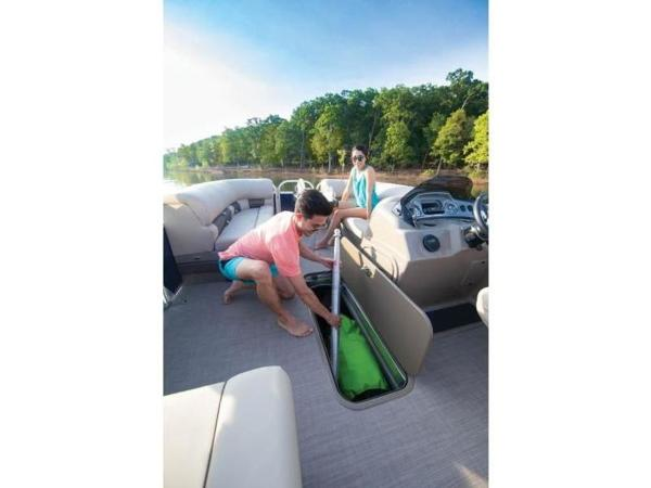 2020 Sun Tracker boat for sale, model of the boat is PARTY BARGE® 22 RF XP3 & Image # 43 of 63