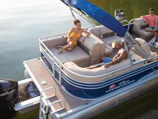 2020 Sun Tracker boat for sale, model of the boat is PARTY BARGE® 22 RF XP3 & Image # 54 of 63