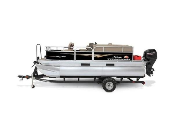 2020 Sun Tracker boat for sale, model of the boat is Bass Buggy® 16 XL & Image # 3 of 29