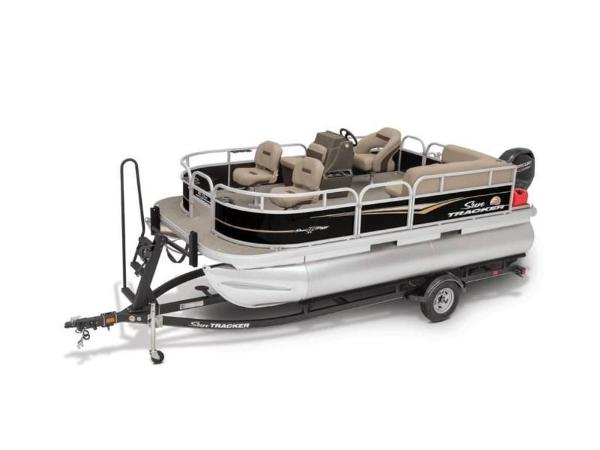 2020 Sun Tracker boat for sale, model of the boat is Bass Buggy® 16 XL & Image # 4 of 29