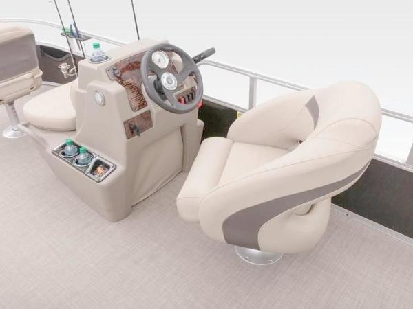 2020 Sun Tracker boat for sale, model of the boat is Bass Buggy® 16 XL & Image # 24 of 29