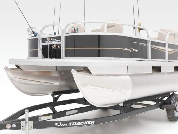 2020 Sun Tracker boat for sale, model of the boat is Bass Buggy® 16 XL & Image # 26 of 29