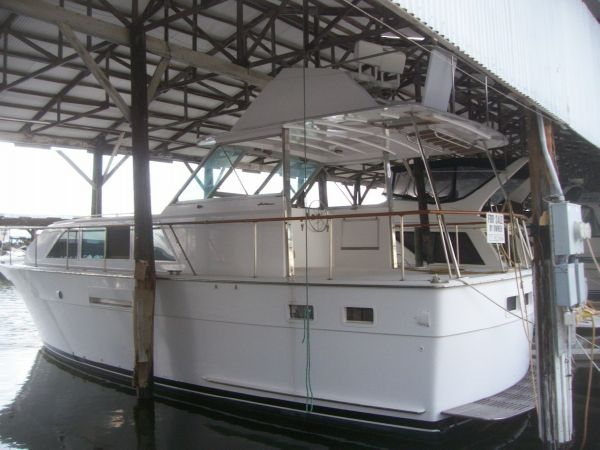 Hatteras 43 Double Cabin Motor Yachts. Listing Number: M-3664614