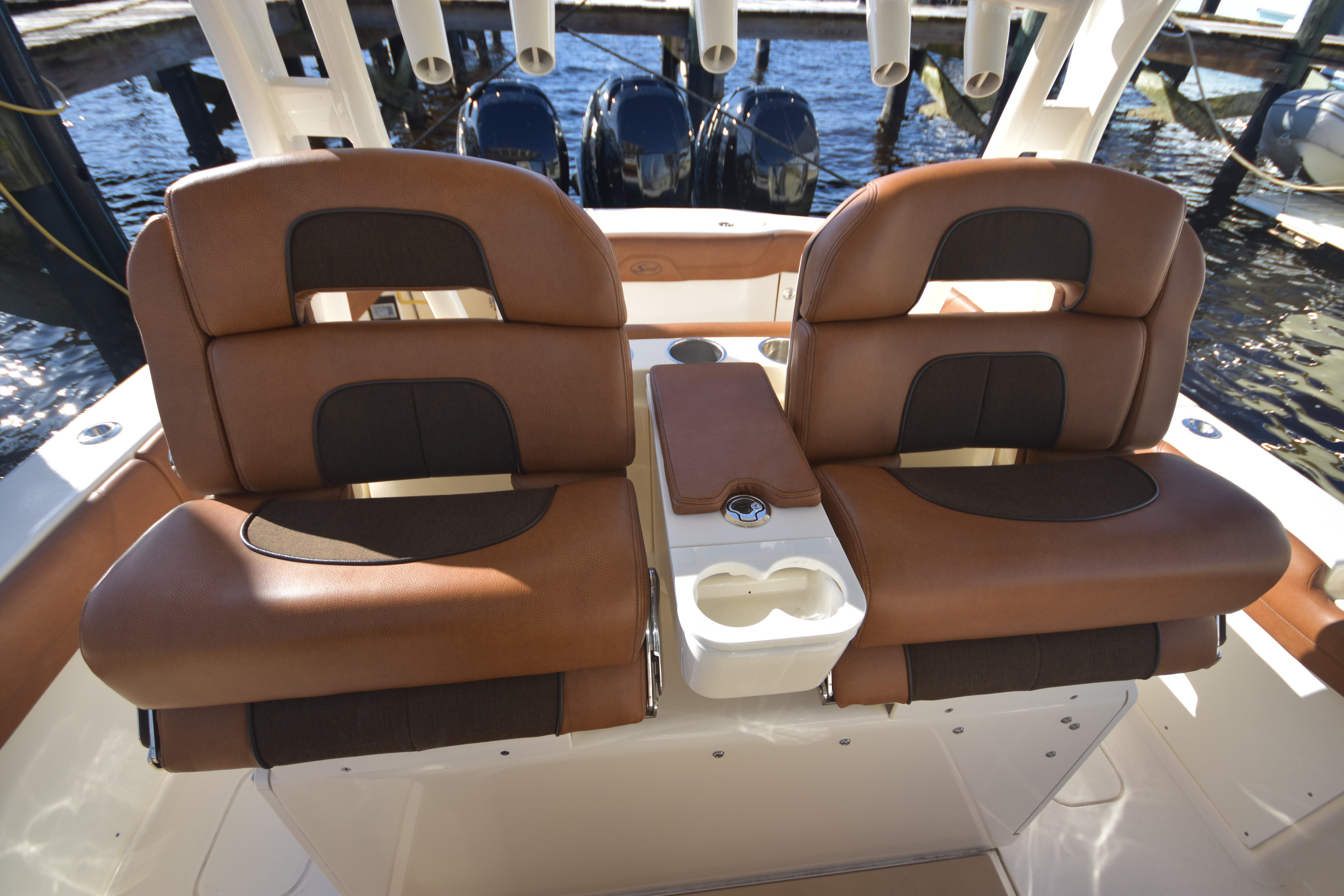 2017 Scout 350 XLF Helm Seating
