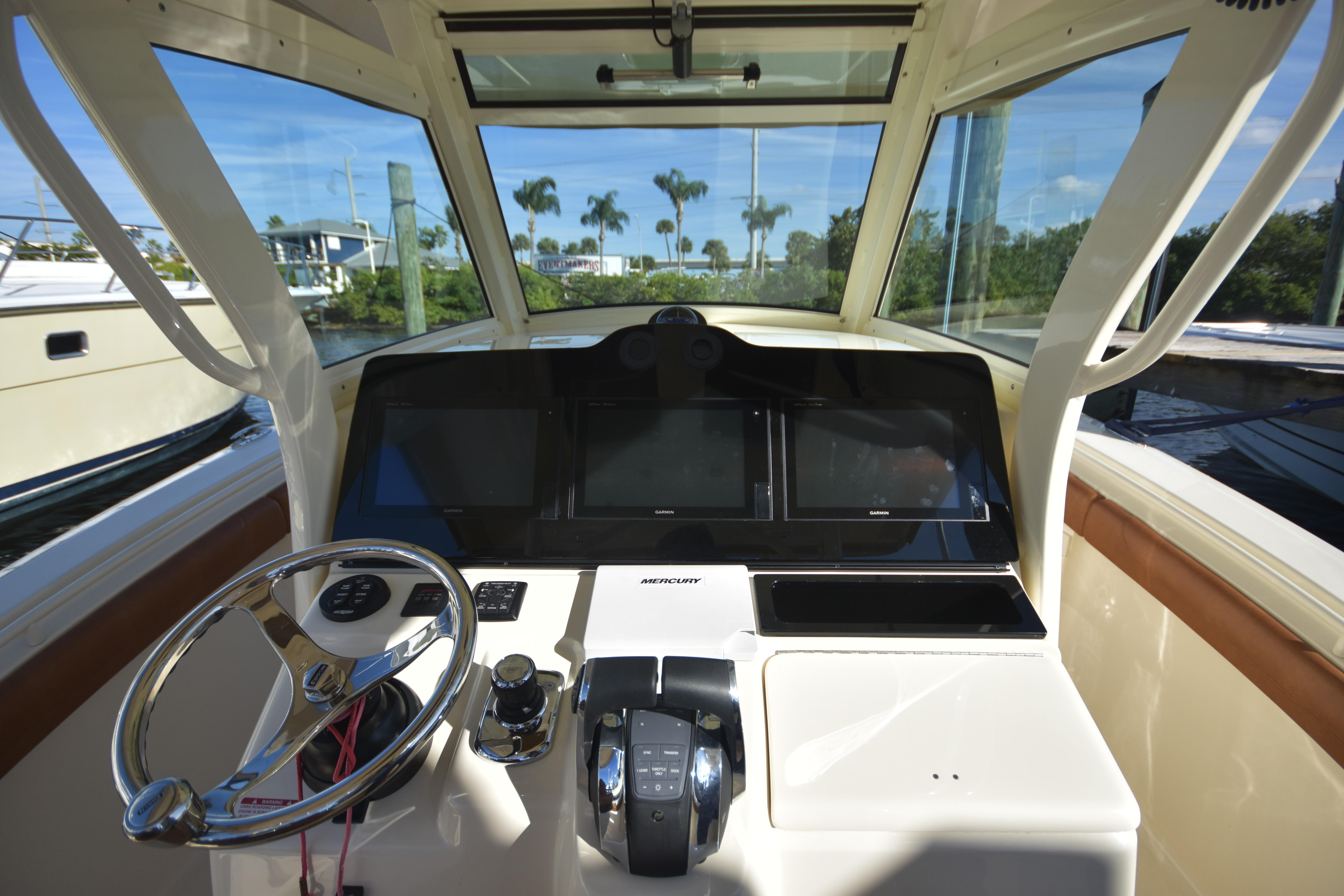 2017 Scout 350 XLF Helm