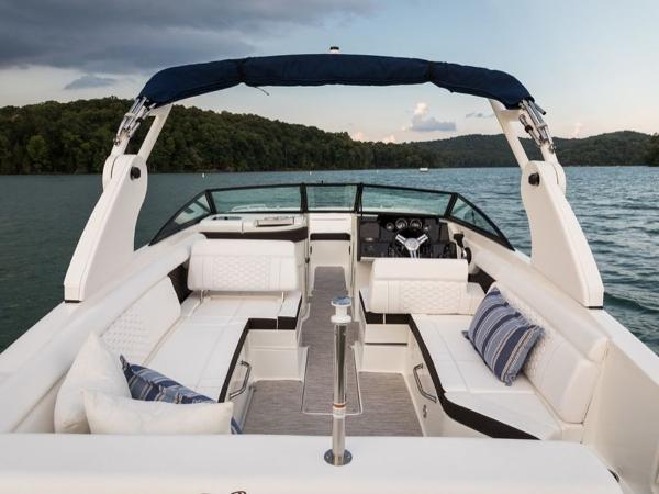 2020 Sea Ray boat for sale, model of the boat is SDX 270 OB & Image # 15 of 16