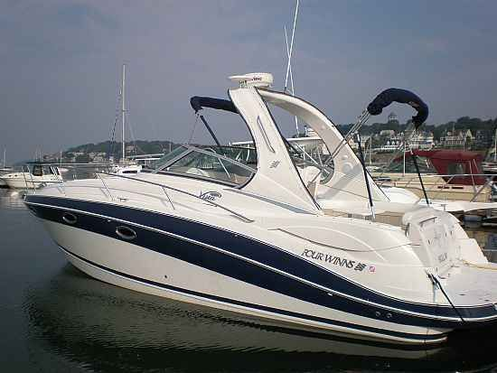 Four Winns 318 Vista Motor Yachts. Listing Number: M-3464631