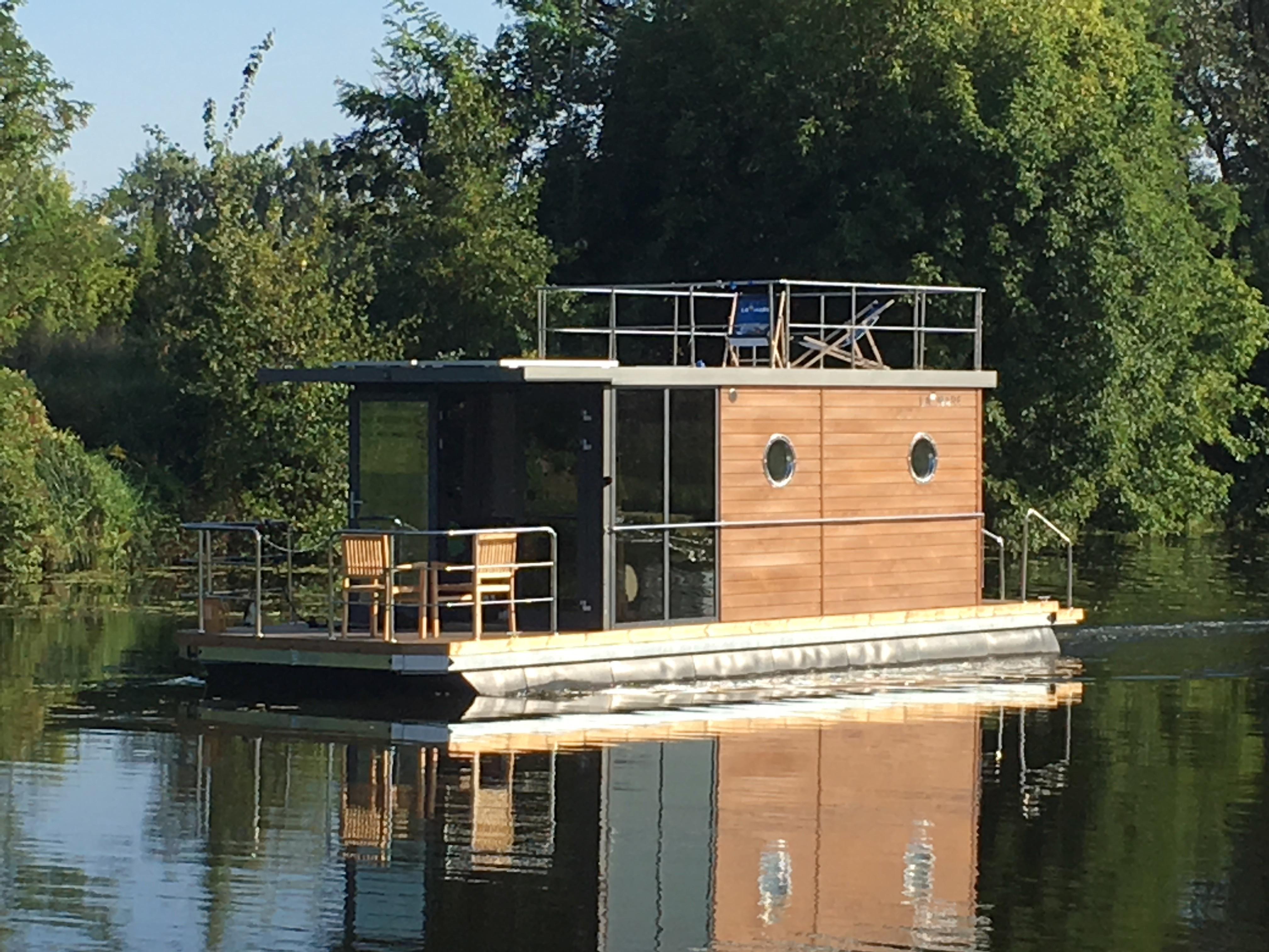 Houseboat Waterlodge Three