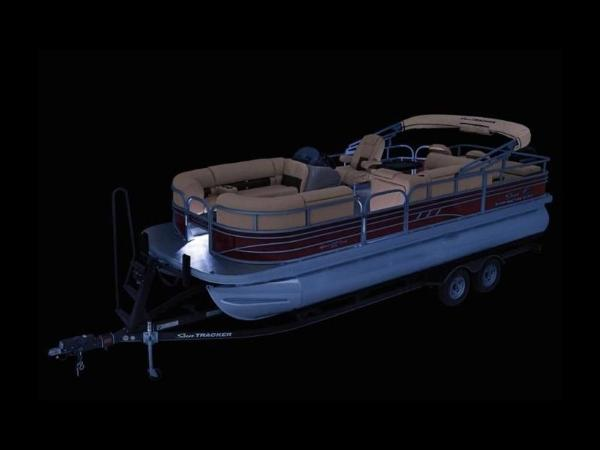 2020 Sun Tracker boat for sale, model of the boat is SportFish™ 22 DLX & Image # 6 of 55