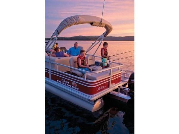 2020 Sun Tracker boat for sale, model of the boat is SportFish™ 22 DLX & Image # 10 of 55