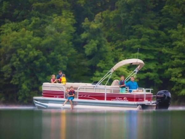 2020 Sun Tracker boat for sale, model of the boat is SportFish™ 22 DLX & Image # 25 of 55