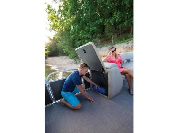 2020 Sun Tracker boat for sale, model of the boat is PARTY BARGE® 24 DLX & Image # 5 of 59