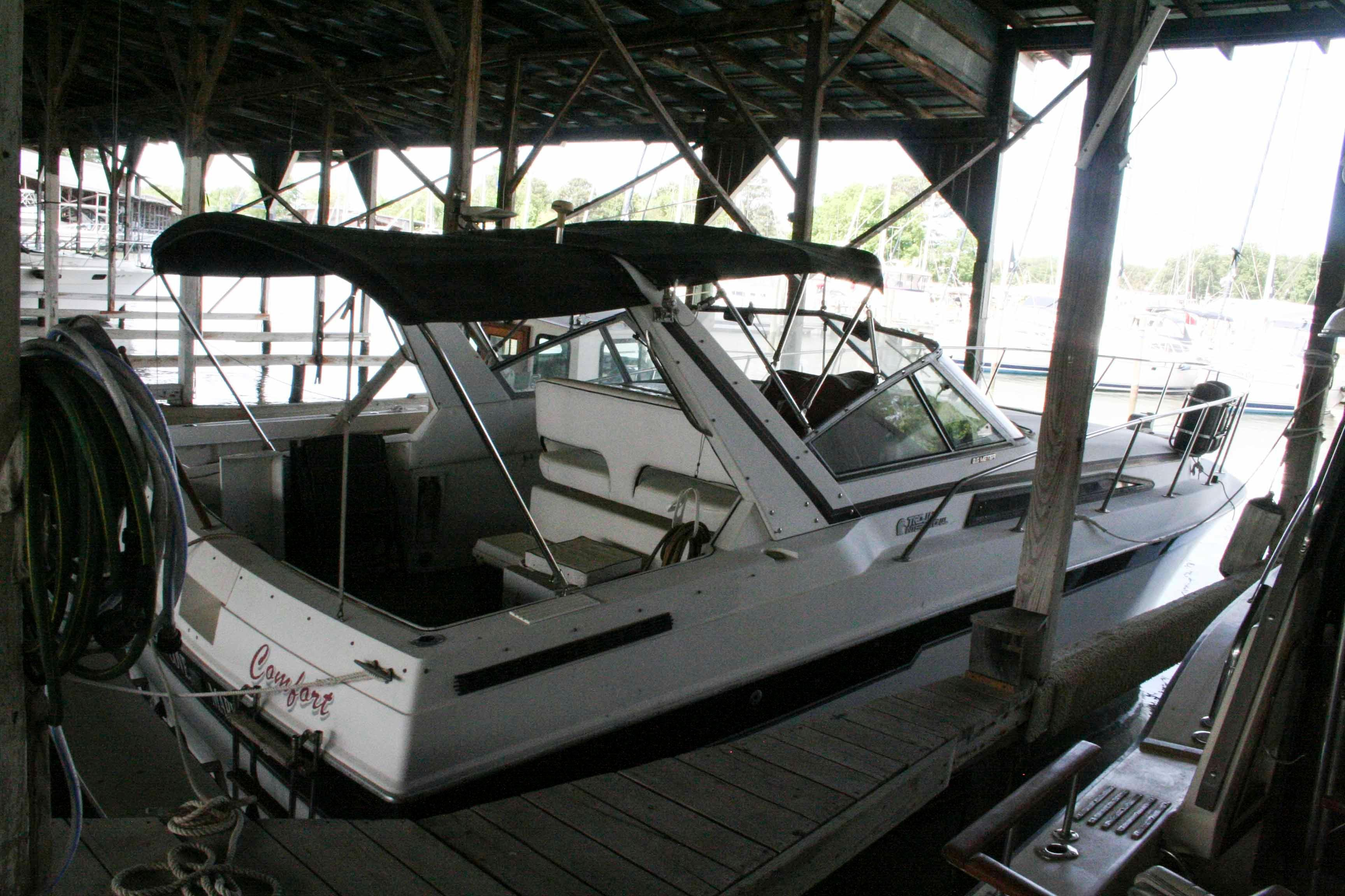 1988 Trojan 8.6 Meter Mid-Cabin | Powerboats for Sale