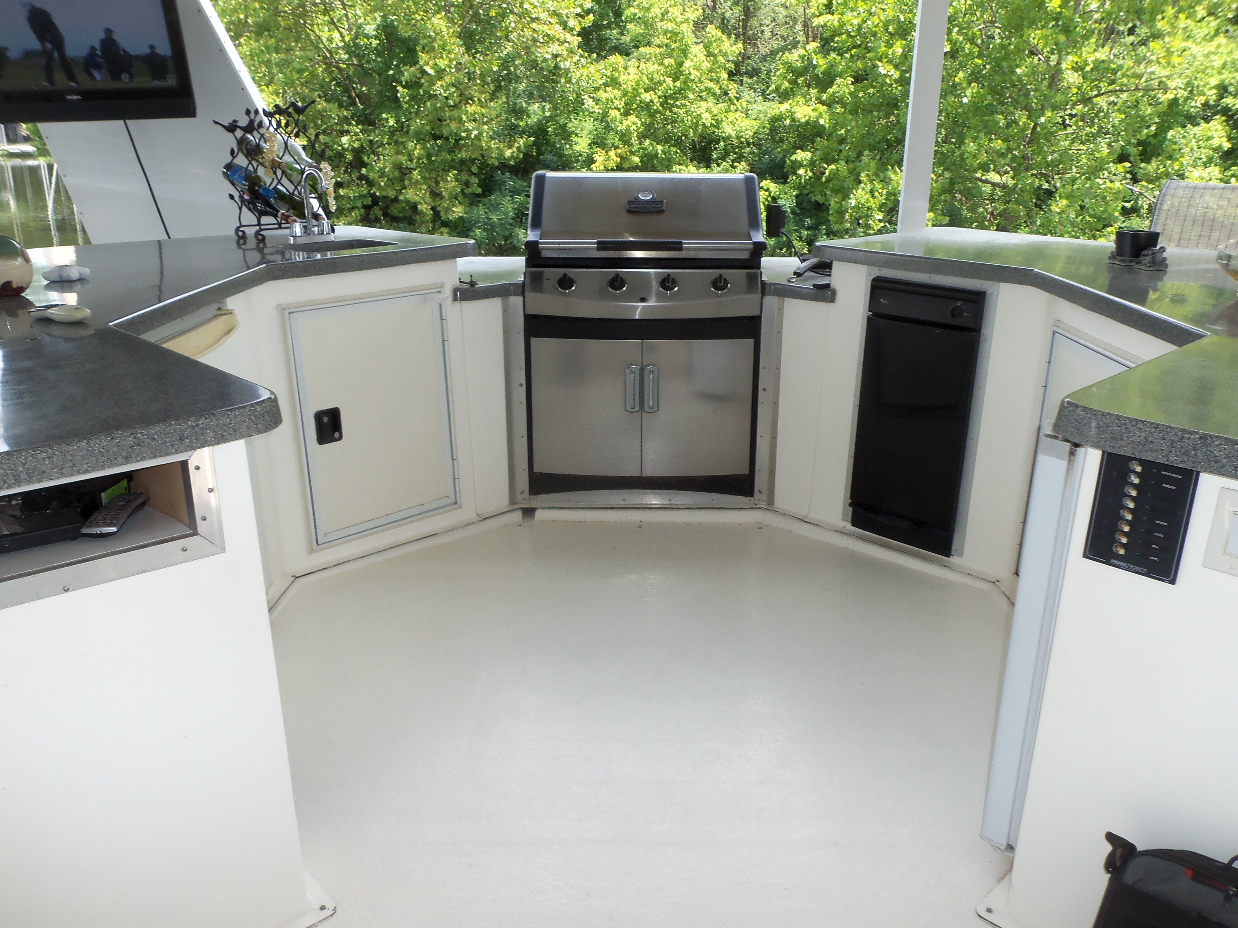 Fully Equipped Upper Deck Bar