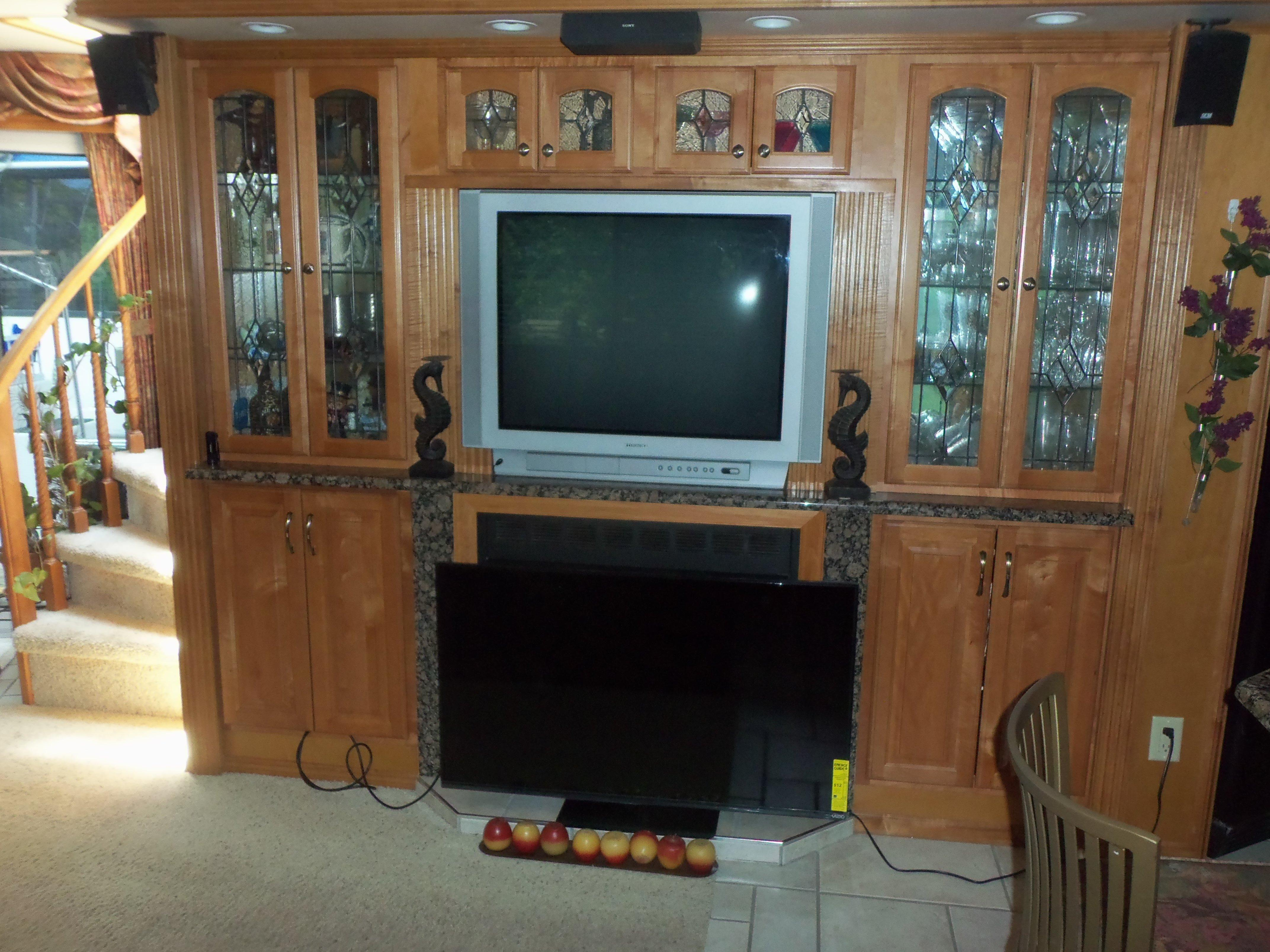 Salon Starboard / New Flatscreen to be Installed