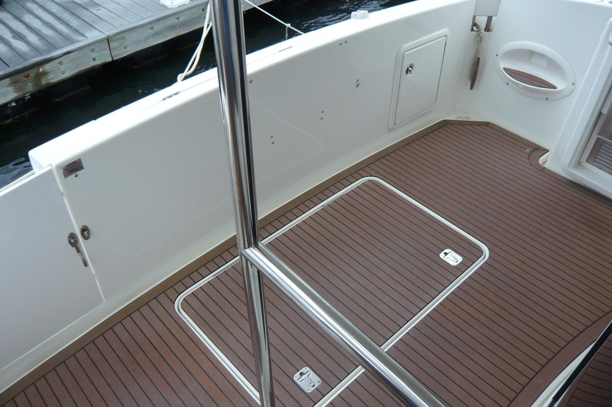2006 Silverton 38 Sport Bridge - Yacht Sales and Services