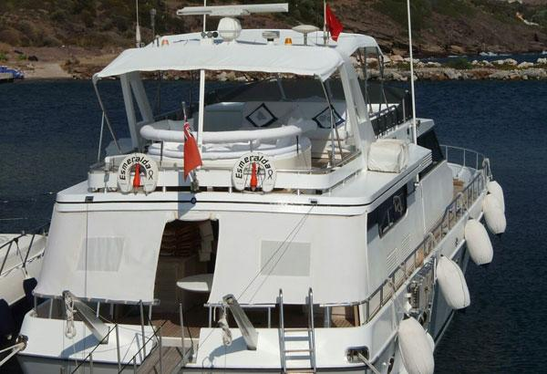 Comfortable Flybridge With Seating Area