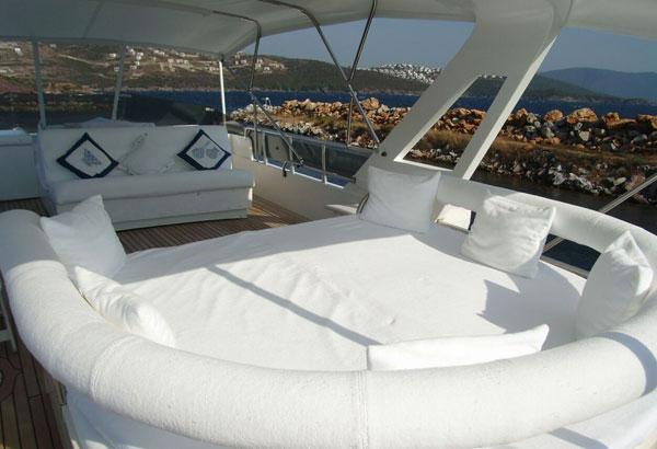 Comfortable Flybridge With Daybed