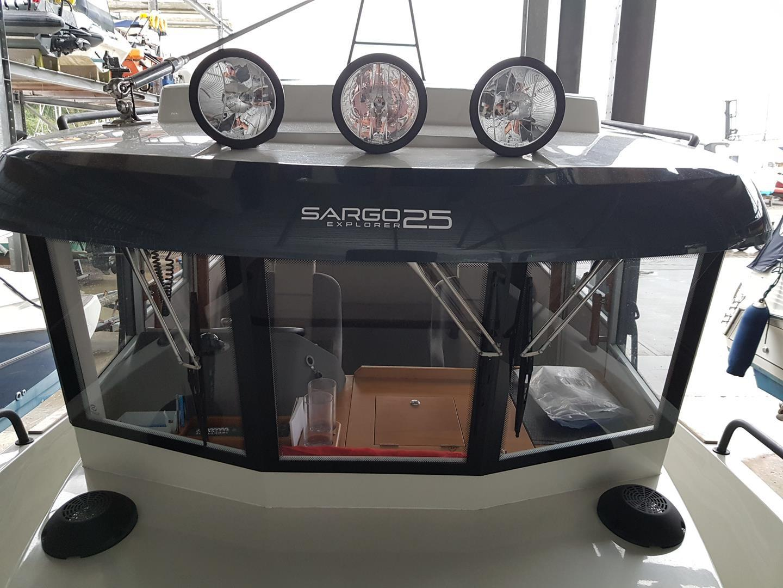 Sargo 25 Explorer - wheelhouse front