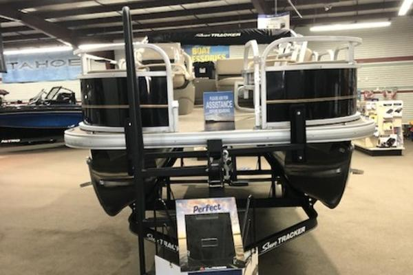 2021 Sun Tracker boat for sale, model of the boat is Bass Buggy 18 DLX & Image # 2 of 55