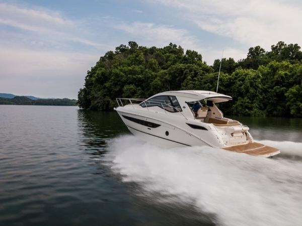 2020 Sea Ray boat for sale, model of the boat is Sundancer 350 Coupe & Image # 4 of 27