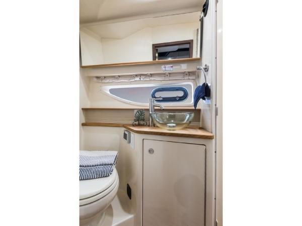 2020 Sea Ray boat for sale, model of the boat is Sundancer 350 Coupe & Image # 22 of 27
