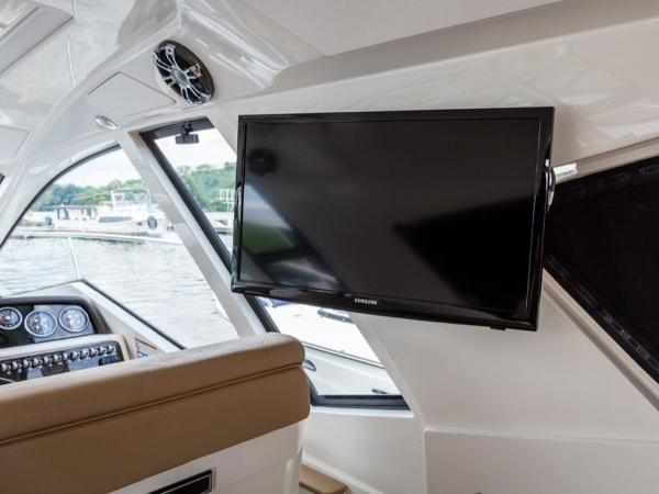 2020 Sea Ray boat for sale, model of the boat is Sundancer 350 Coupe & Image # 25 of 27