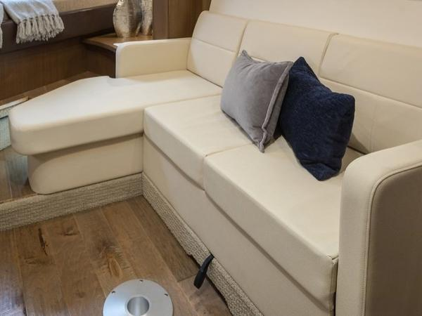 2020 Sea Ray boat for sale, model of the boat is Sundancer 350 Coupe & Image # 26 of 27