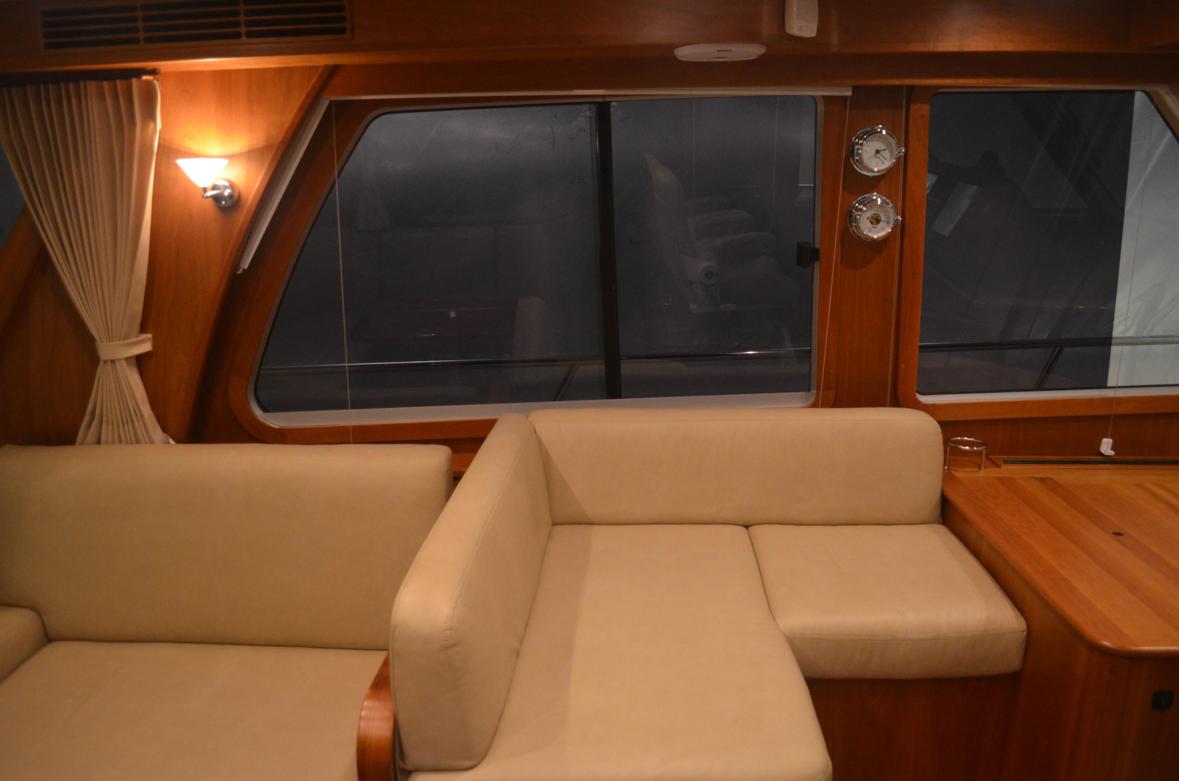 48 ft Sabre 48 Salon Express Companion Seating