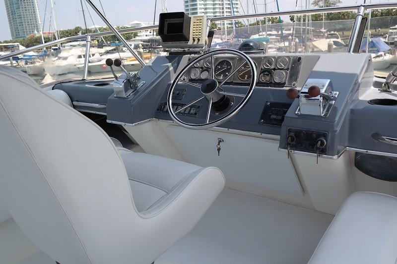 38 Flybridge Power boat-14