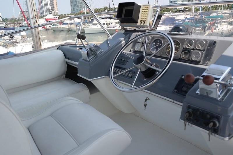 38 Flybridge Power boat-15