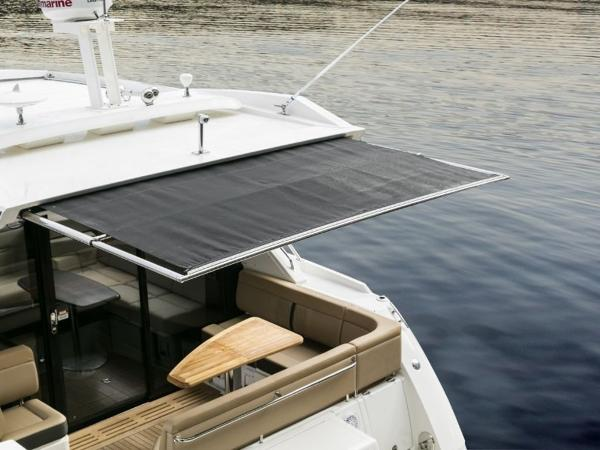 2020 Sea Ray boat for sale, model of the boat is Sundancer 400 & Image # 9 of 26
