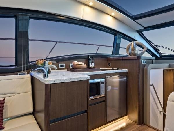 2020 Sea Ray boat for sale, model of the boat is Sundancer 400 & Image # 12 of 26