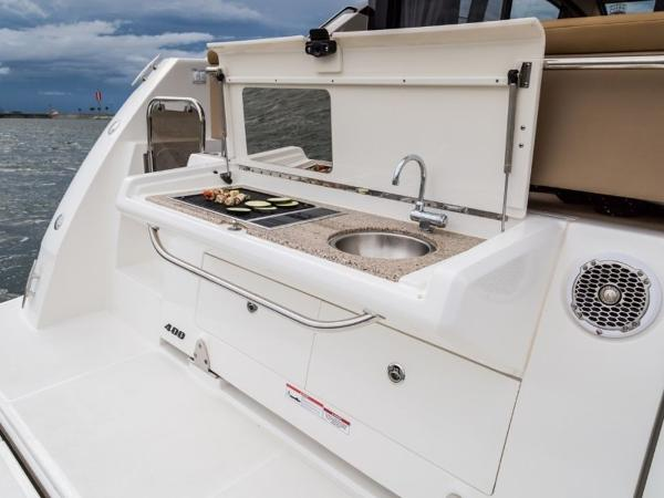 2020 Sea Ray boat for sale, model of the boat is Sundancer 400 & Image # 14 of 26