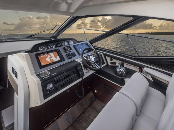 2020 Sea Ray boat for sale, model of the boat is Sundancer 510 & Image # 11 of 18