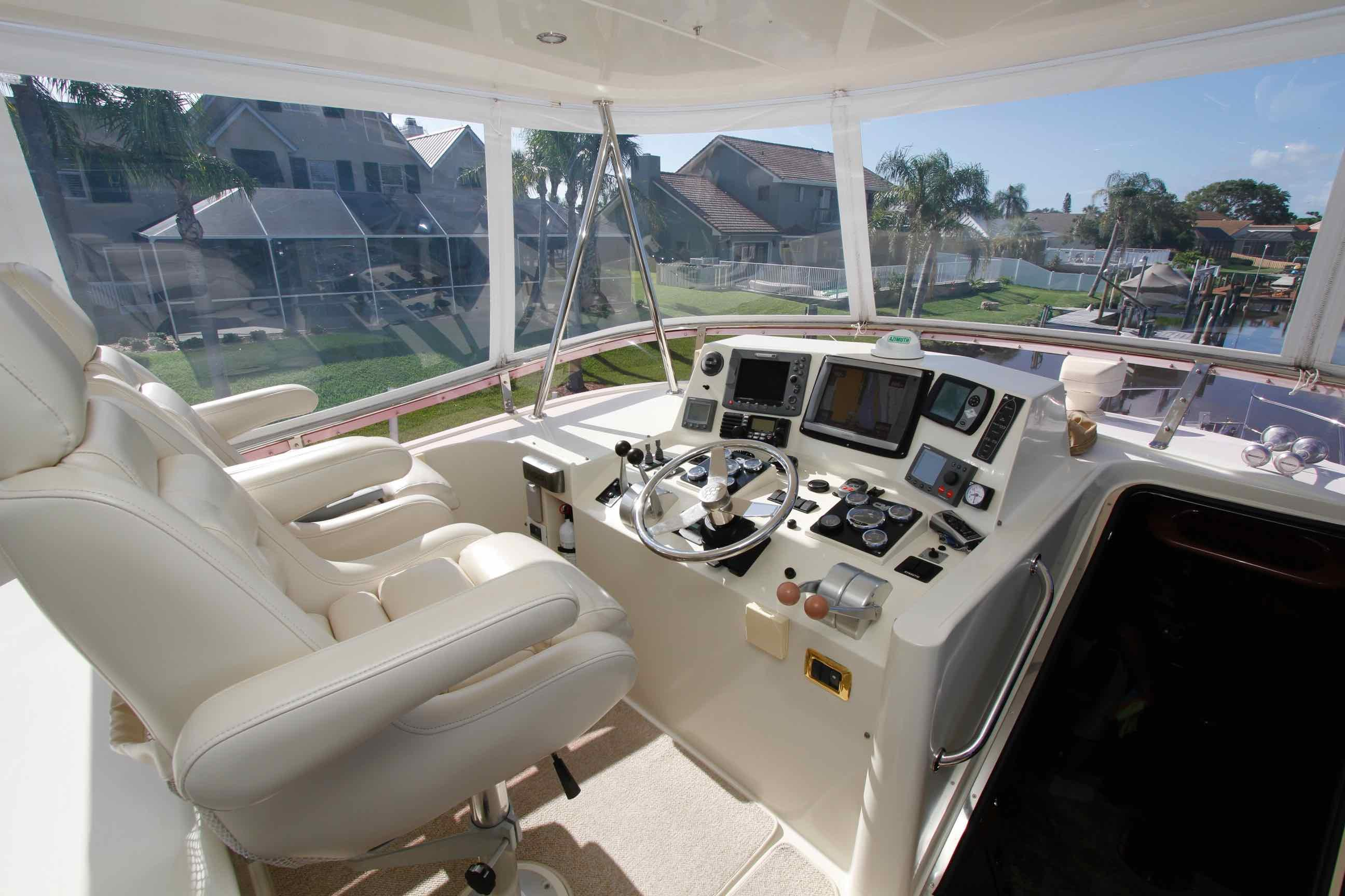 Hampton 558 Pilothouse Sky Lounge Upper Helm