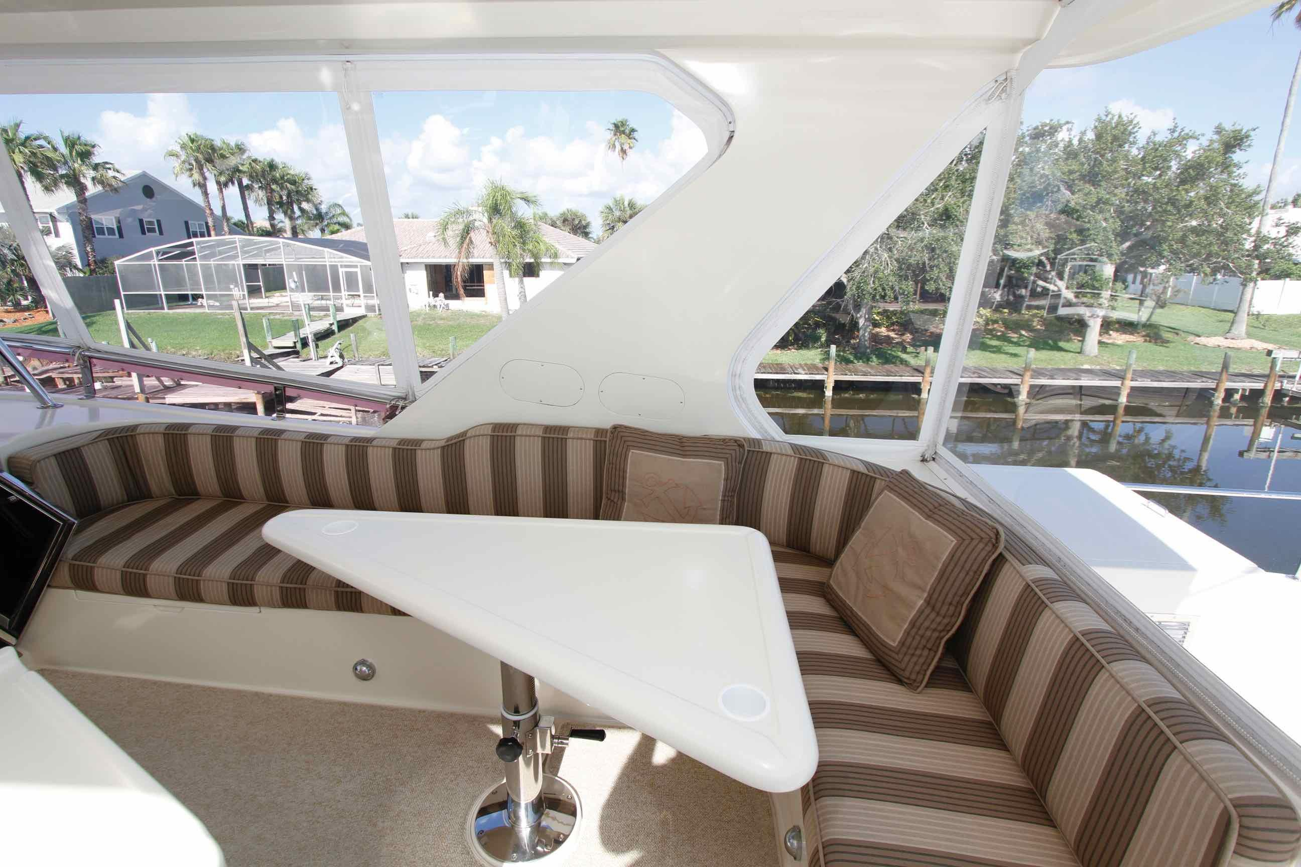 Hampton 558 Pilothouse Sky Lounge
