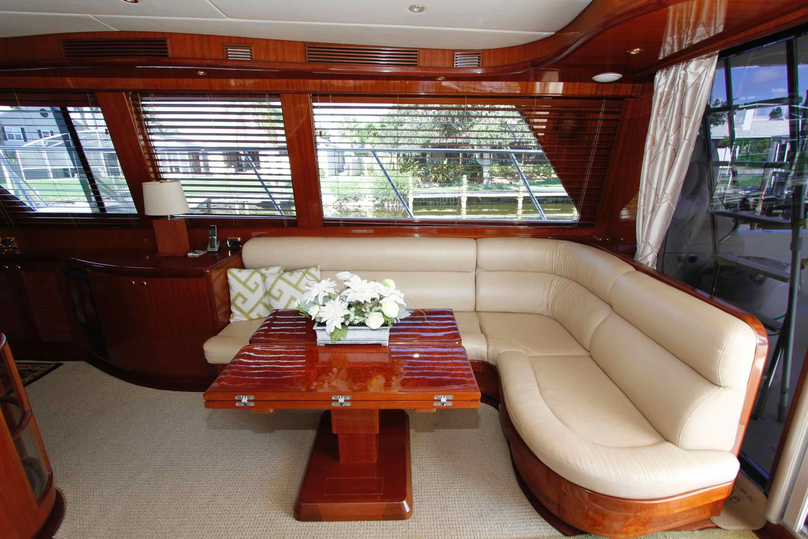 Hampton 558 Pilothouse Starboard Seating