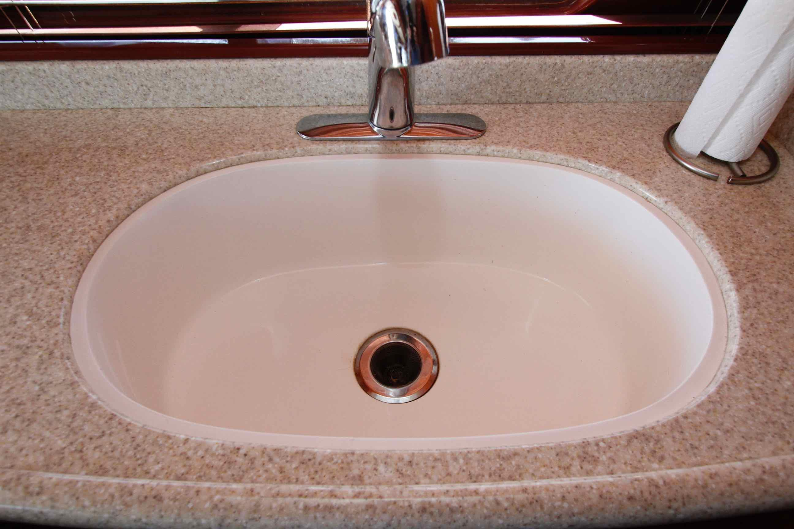 Hampton 558 Pilothouse Sink