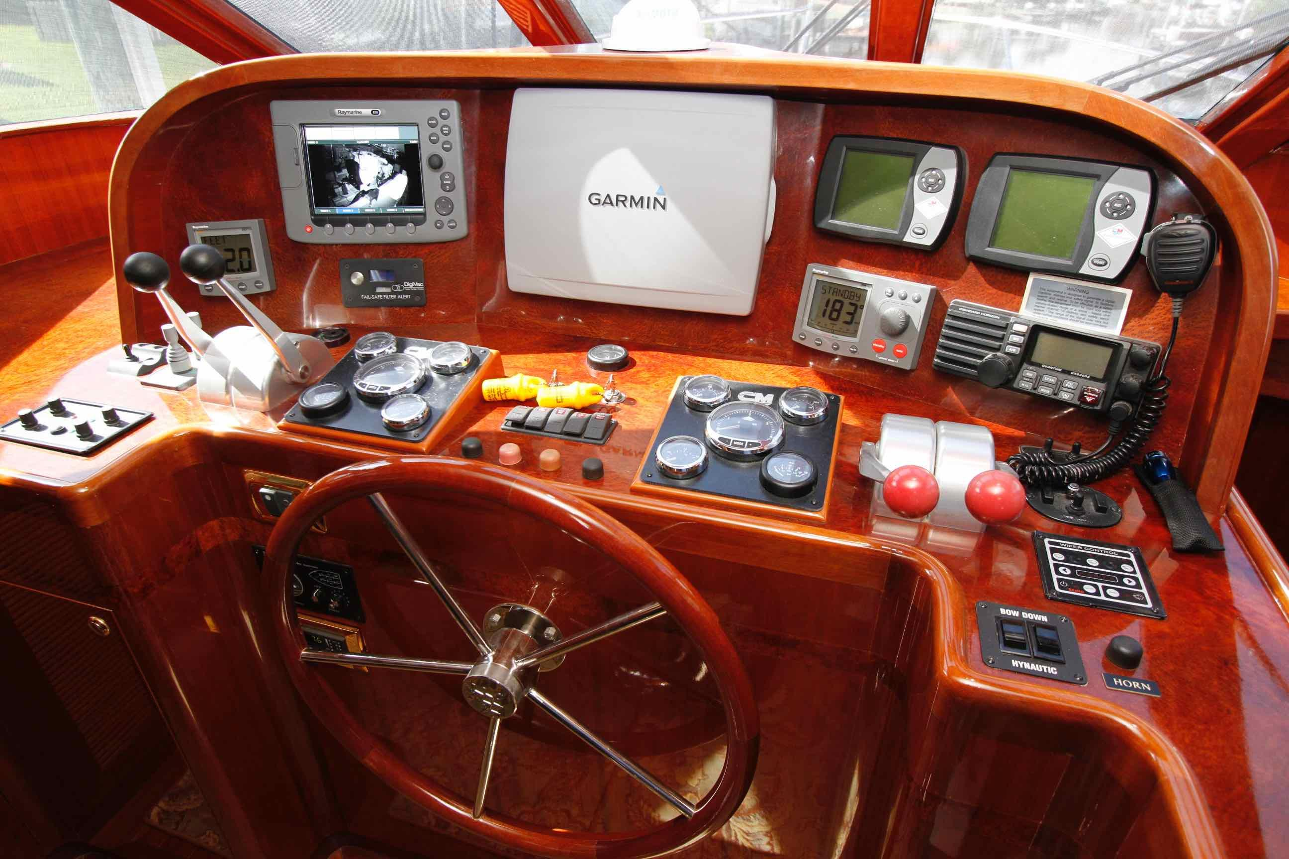 Hampton 558 Pilothouse Lower Helm