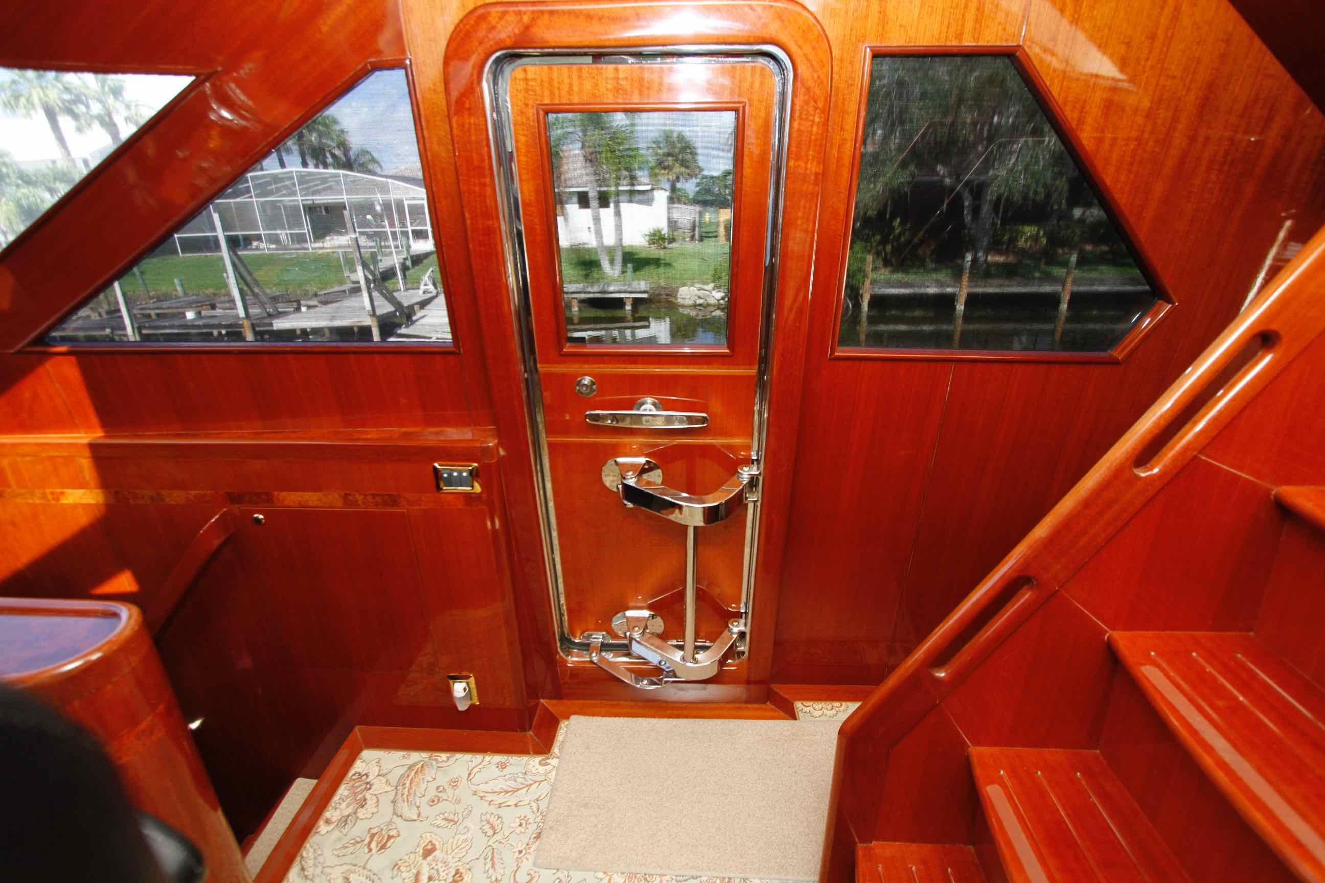 Hampton 558 Pilothouse Starboard Entry