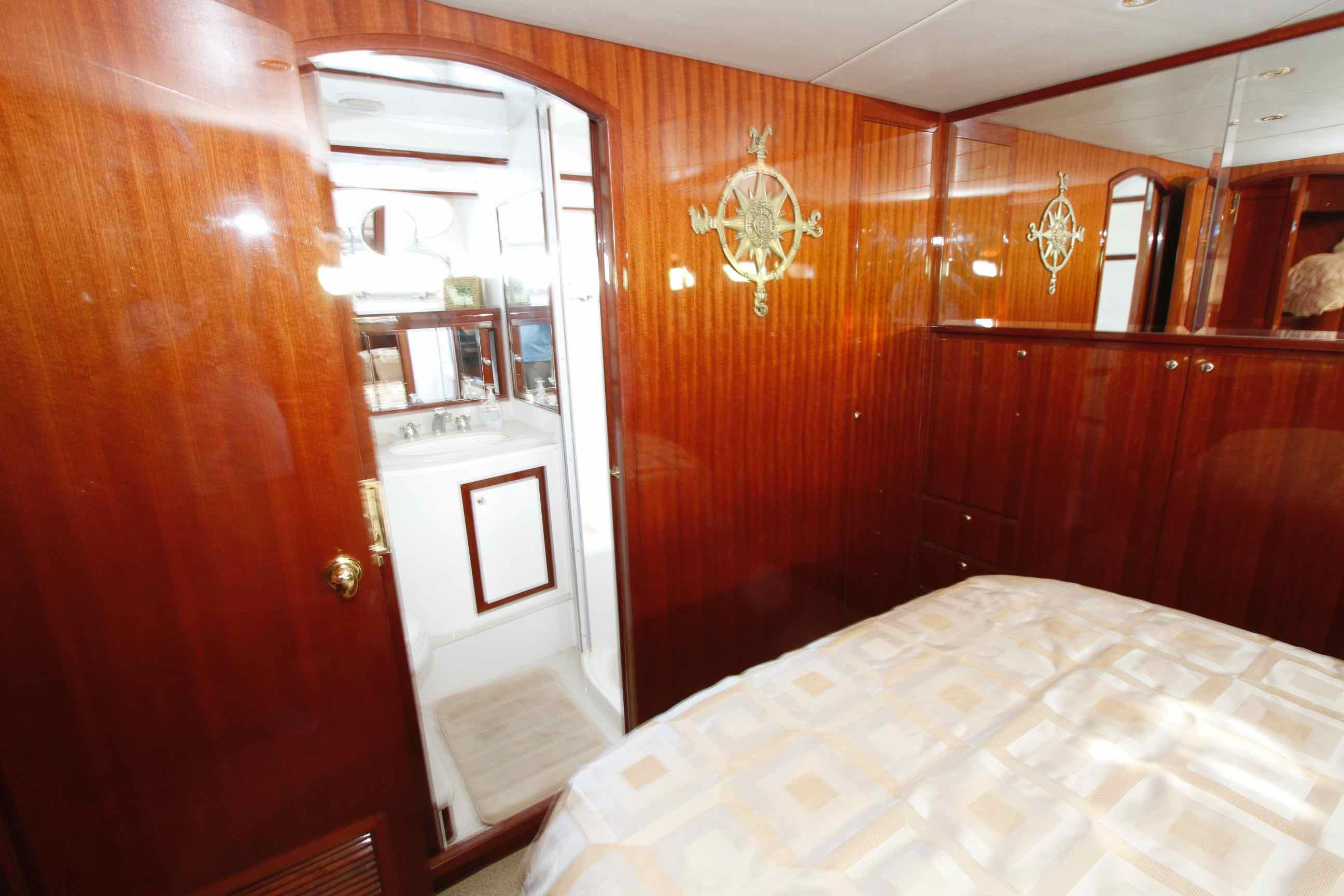 Hampton 558 Pilothouse Master Stateroom w/Ensuite Head