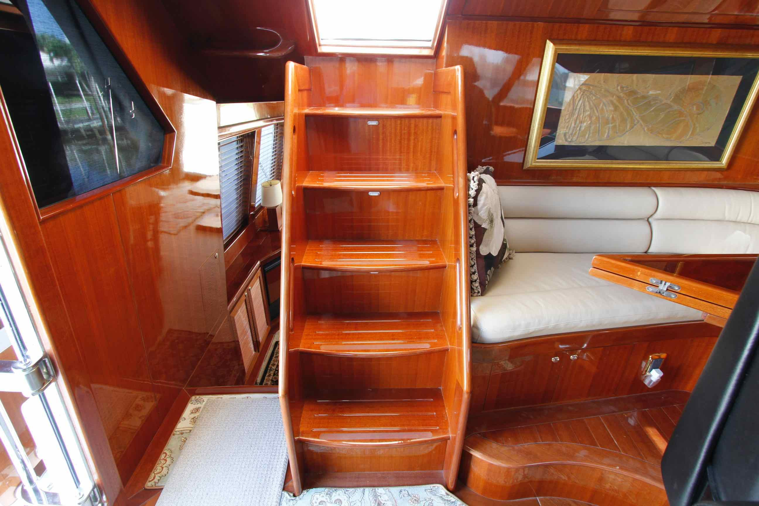 Hampton 558 Pilothouse Access to Upper Deck