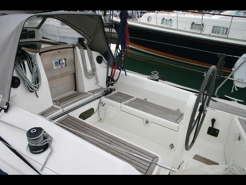 Winner 9 cockpit