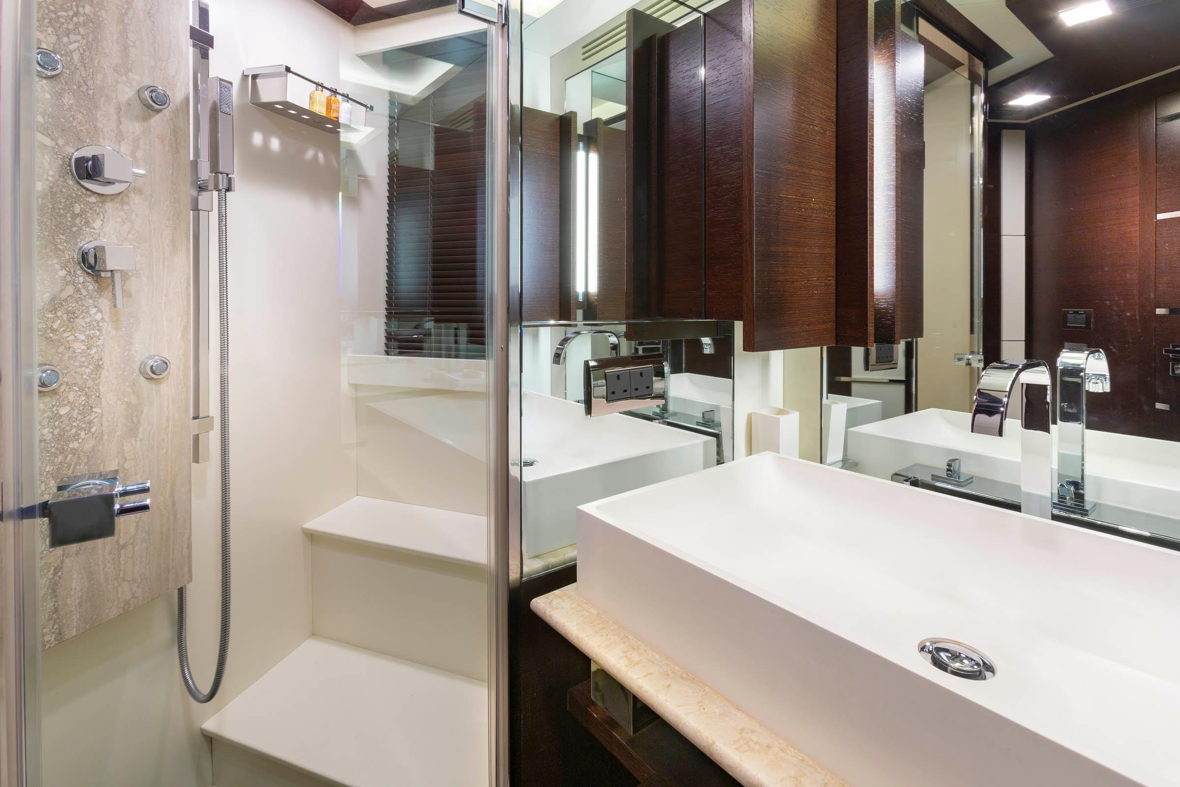 Forward Stateroom Head/Shower