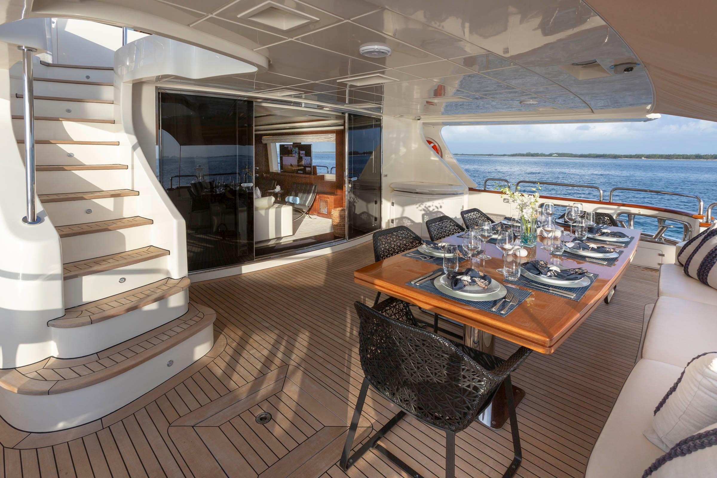 105 Azimut Access to Flybridge from Main deck aft
