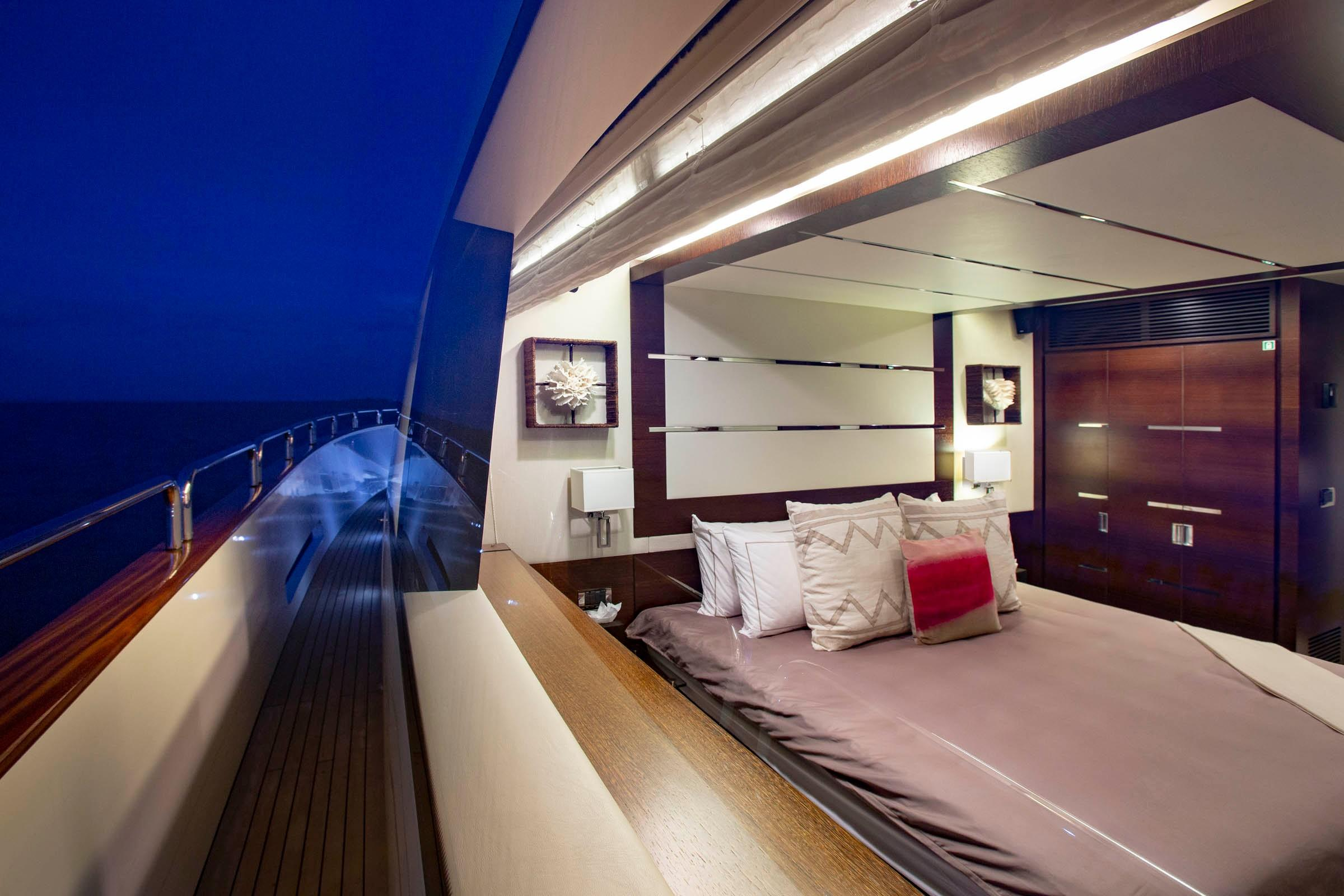 105 Azimut Main deck VIP from port side deck