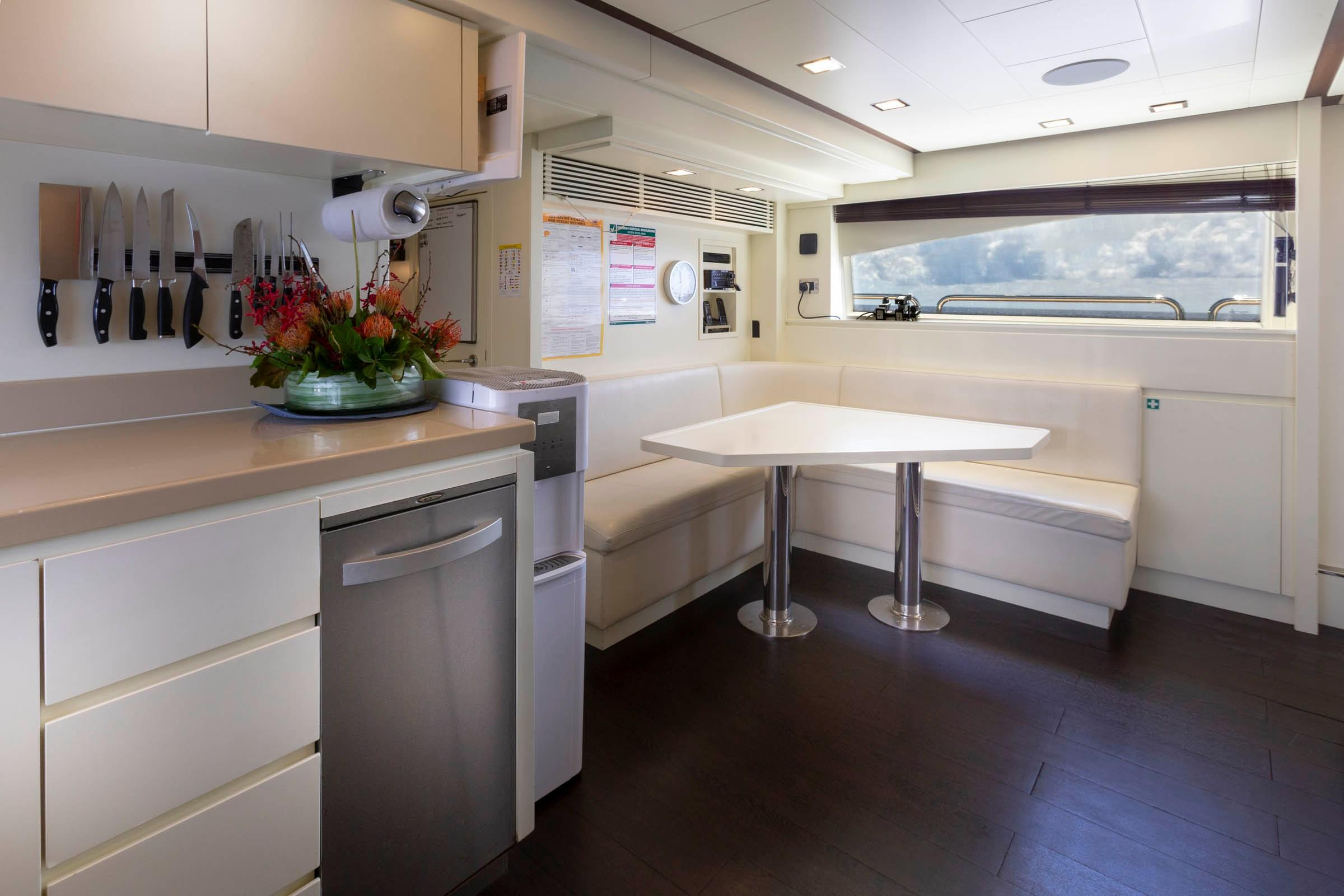 105 Azimut Crew mess/Galley